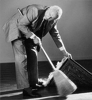 Resultado de imagen de Barriendo la basura debajo de la alfombra